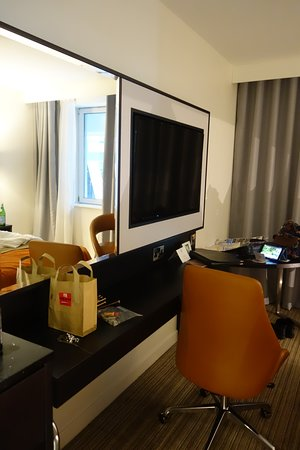 North Star Hotel: The Shelf/Desk With The Reachable Outlet Right Beneath  The TV