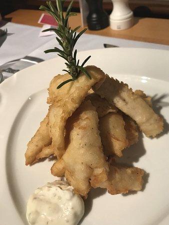 Risch, Schweiz: Fritura de pescado del día extraído del lago con salsa tártara (excelente)