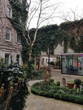 Boutiquehotel Stadthalle: Communal garden