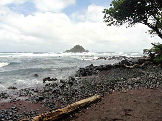 Hana Highway - Road to Hana: Red Sand Beach