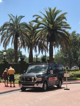 Kissimmee, FL: Taking passengers to The Florida Hotel & Convention Center, Orlando, FL