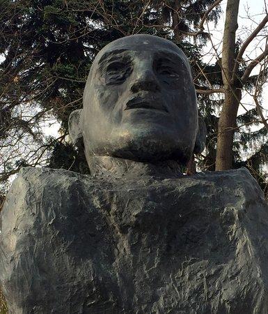 Adolf Schärf Monument: Adolf Scharf bust