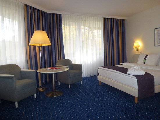 Holiday Inn Munich-South: Guest room