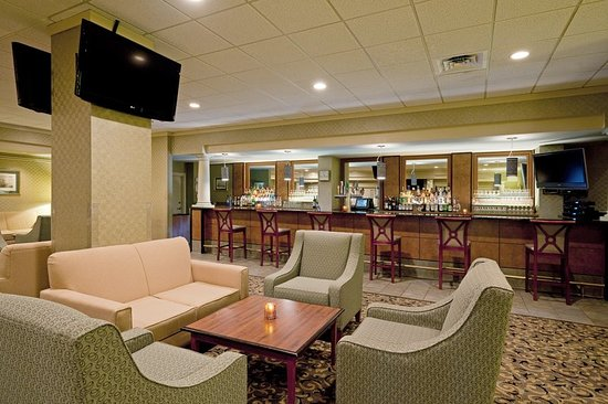 Holiday Inn Portland By The Bay: Bar/Lounge