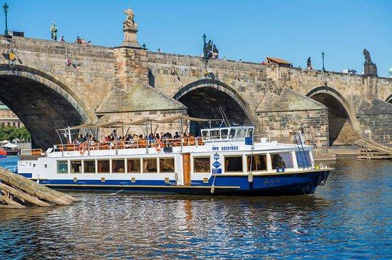 Crucero de 1 hora por el río Vltava con traslado gratuito desde el...