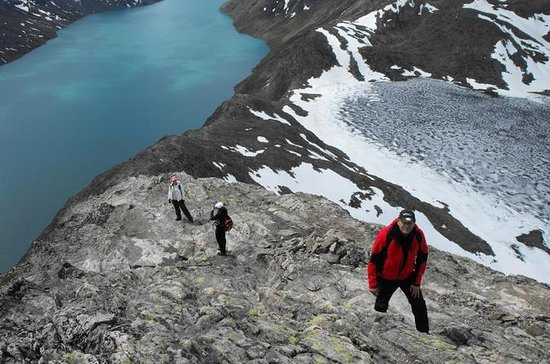 Guided Besseggen hiking tour in Jotunheimen (Norway)