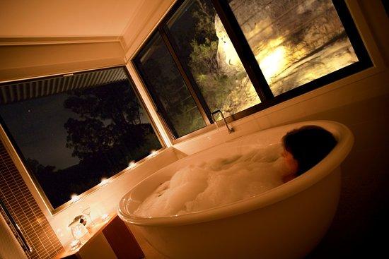 Wollombi, Australia: A cosy bathtub for two