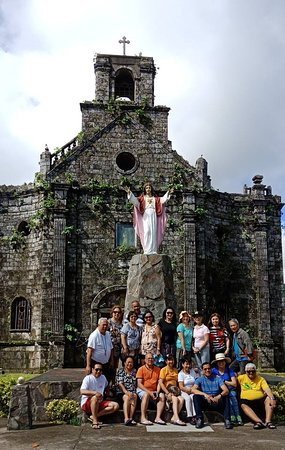 Barcelona, Philippinen: The Historical St. Joseph Church and the Tour Group of USTHS