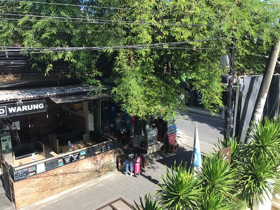 The Magani Hotel and Spa: Laneway at side of hotel 1
