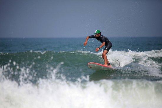 Carakas Surf School : frontside cap :)