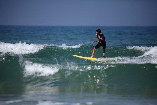Carakas Surf School : première vague en travers hiha