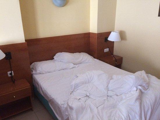 Piscina picture of aparthotel bertran barcelona for Piscina barcelona