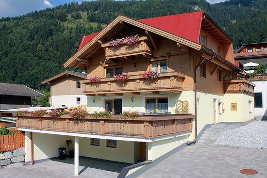 Bramberg am Wildkogel, Oostenrijk: Summer time at Haus Barber