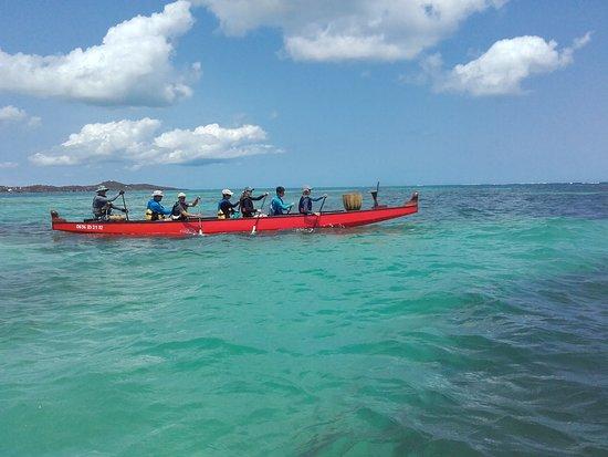 Le Vauclin, Martinica: La pirogue dans l'eau turquoise des Caraïbes