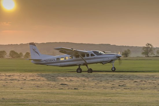 Cessna Caravan 208 Skydiving jump ship - Picture of UK