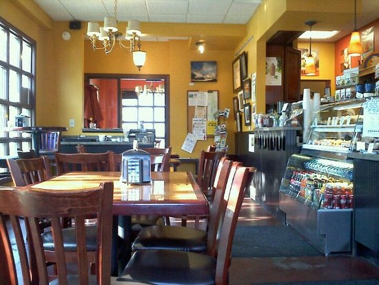 Scottsville, NY: Come enjoy a warm cup of coffee and delicious breakfast sandwich in our cheery dining room!