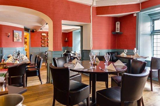 Rugantino Restaurant : Rugantinos main restaurant. Relaxed atmosphere. Fantastic authentic Italian food.