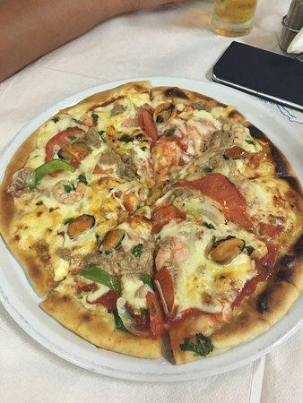 To Kapilio Tou Gianni: Pizza with seafood