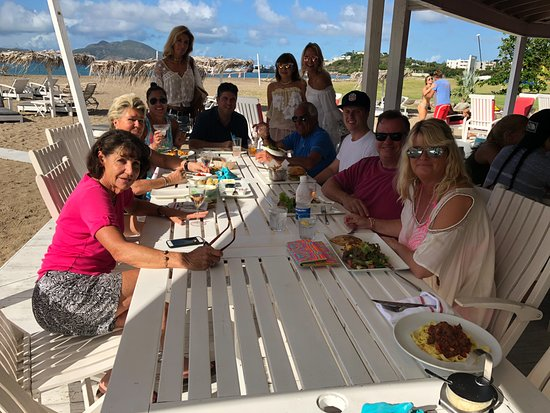 Chrishi Beach Club: We can take big groups at any day of the week
