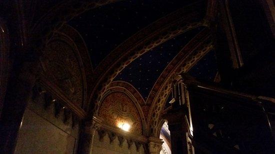 Basilica di Santa Chiara: Luci ed ombre