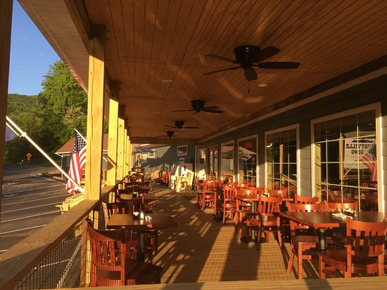 Sperryville, VA: Outside Seating Available on our Covered Deck.  Heat Lamps and Fans, too.