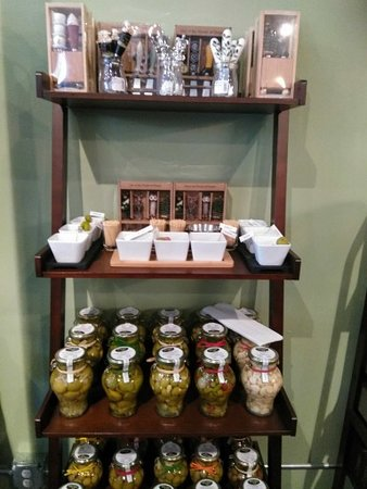 DeLand, FL: Olives and accessories
