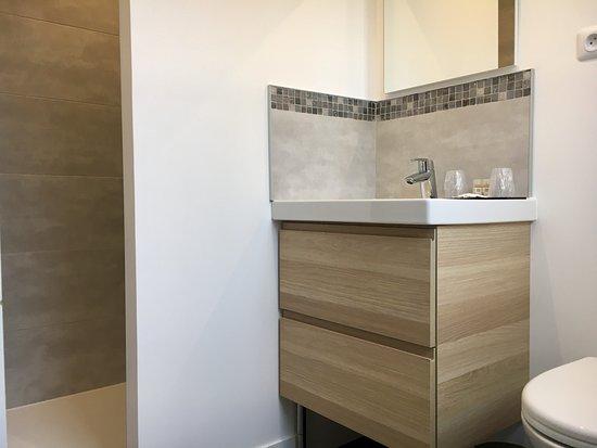 Salle de bain chambre double Club - Bild von Hotel Jules, Le Touquet ...