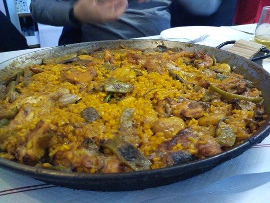 Serra, إسبانيا: Paella valenciana.
