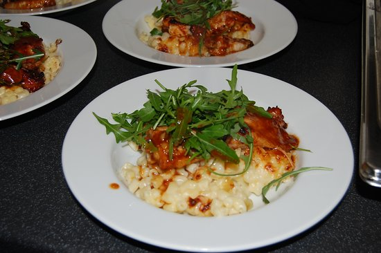 Not So Secret Suppers: Mac n cheese, tomato, rocket