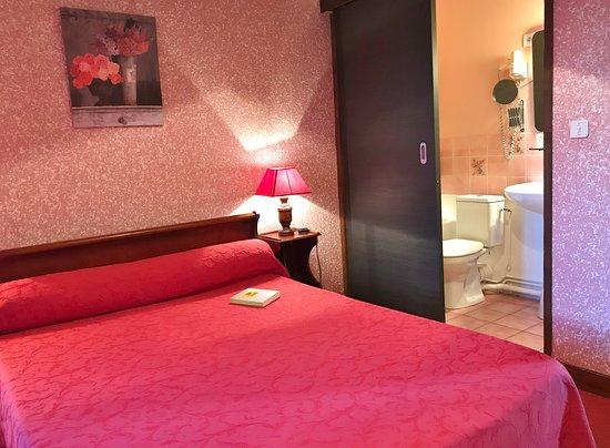 Bessines-sur-Gartempe, France : Chambre douche économique 2eme étage.