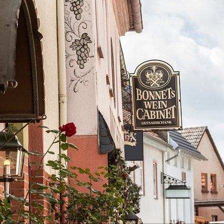 Walluf, Alemania: Bonnet's Weincabinet