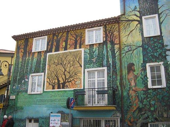 Satriano di Lucania, Italy: Il murales dell'Eremita (U' rumit)