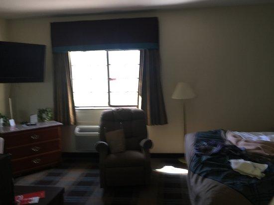 Shelbyville, TN: room