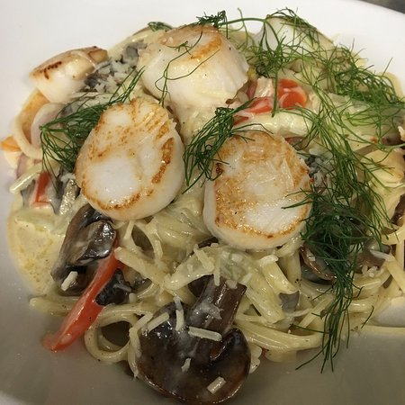 Wolverine, Μίσιγκαν: Sambuca Sea scallop pasta finished with fennel