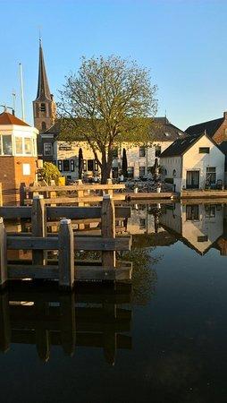 Koudekerk aan den Rijn, Holland: Foto genomen vanaf het Jaagpad aan de overkant van ons terras