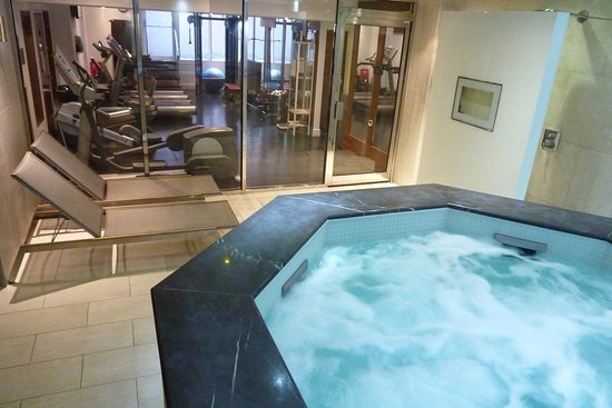 Roland House: the lovely jacuzzi view