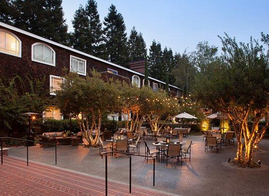 Menlo Park, Kalifornien: Outdoor dining in the summer