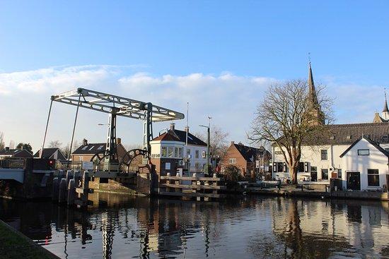 Koudekerk aan den Rijn, Holland: Foto gemaakt vanaf het jaagpad.