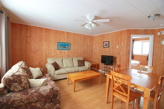 Norris Point, Canada: Living room, two bedroom cottage