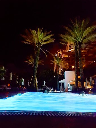 Marriott Stanton South Beach: the pool at night