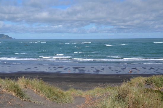 Kawhia, Neuseeland: The view of the Hot Water Beach from the top of the dunes