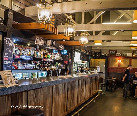 Patumahoe, New Zealand: The well stocked bar