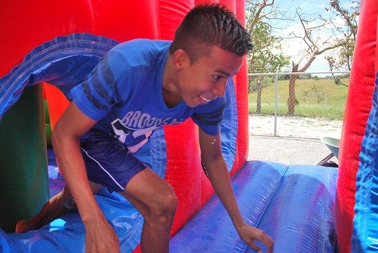 San Carlos, Panamá: Parque de inflables y toboganes acuáticos por ninos y adultos