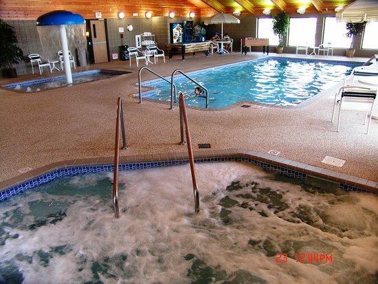 Russell, KS: Hot tub    Kiddie pool and large pool