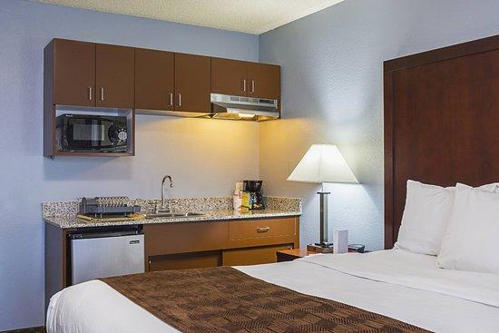 Clarion Inn & Suites: King bedroom2