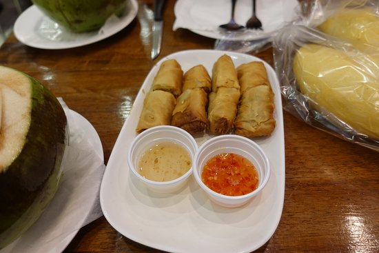 Ps Restaurant Patong: Delicious crispy spring rolls....with the durian in plastic bag.