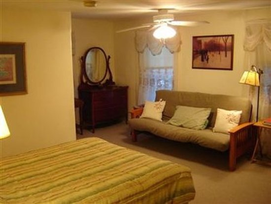 Antrim, NH: Guest room