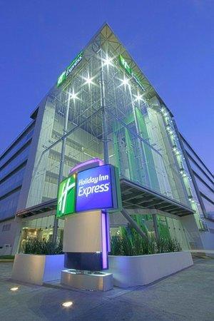 Holiday Inn Express Guadalajara Expo: Exterior