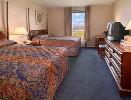 Ramada New Hartford: Guest room