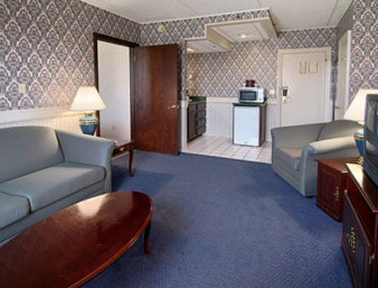 New Hartford, NY: Guest room